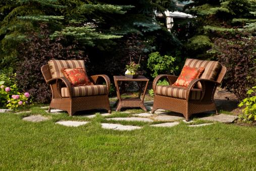 שולחנות וכיסאות לגן