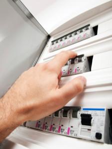 לחסוך בחשמל